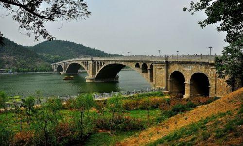 Zdjęcie CHINY / prowincja Henan / Luoayng/groty Longmen / O jeden most za daleko...