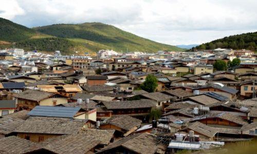 CHINY / Yunnan / Shangri La / Widok na starą część Shangri La