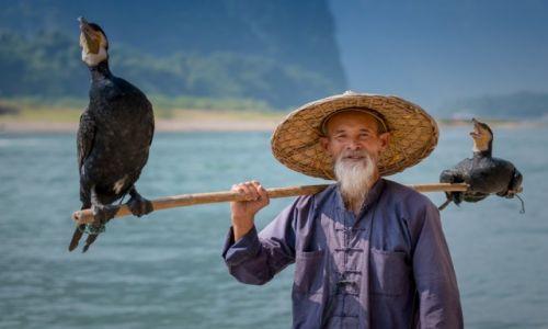 Zdjecie CHINY / Guizhou / Yangshuo / Fisherman from Yangshuo