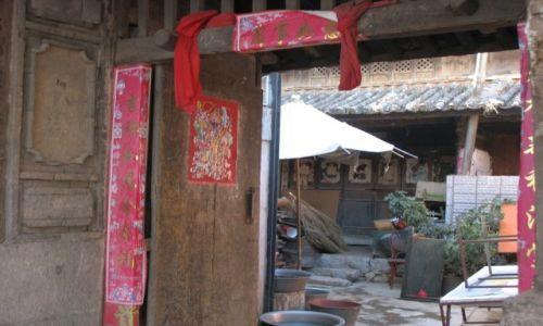 Zdjecie CHINY / - / Chiny południowe, okolice Dali / co sie kryje za drzwiami chińskiego domu