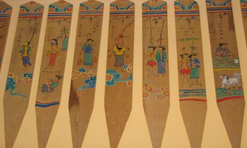 Zdjecie CHINY / Yunnan / Centrum Kultury Dongba / Zagadka: WISIELCY, dlaczego to zrobili?
