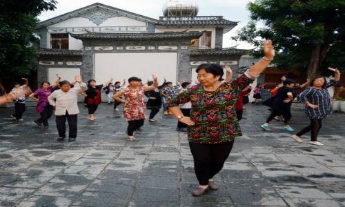 Zdjecie CHINY / Yunnan / Dali / Najedzeni potańczymy:)
