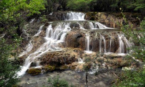 Zdjecie CHINY / Syczuan / Huanglong / wodospad