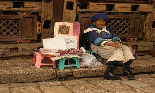 Zdjecie CHINY / Yunan / Lijiang / Kobieta w obiektywie podróżnika KONKURS