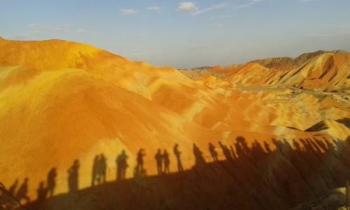 Zdjecie CHINY / - / Zhangye, / Kolorowe góry o zachodzie słońca