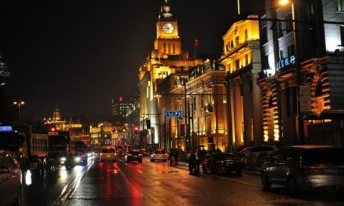 CHINY /  Zhongshan Dong Yi Lu  / Stoj�c na Pudong / Szanghaj by night