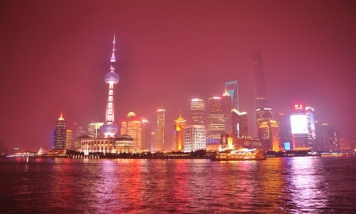 CHINY /  Zhongshan Dong Yi Lu  / Stoj�c na Pudong / Patrz�c na Bund