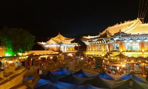 Zdjecie CHINY / - / Zhangye / W Chinach nocą
