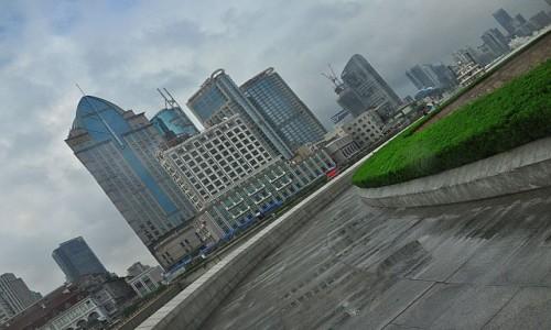 Zdjęcie CHINY / Shanghai / Shanghai-Bund po deszczu / 100% wilgotności...