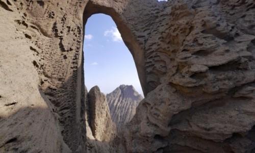 Zdjęcie CHINY / Xinjiang / 80km na polnoc od Kashgar / Shipton Arch - najwiekrzy Luk skalny na swiecie