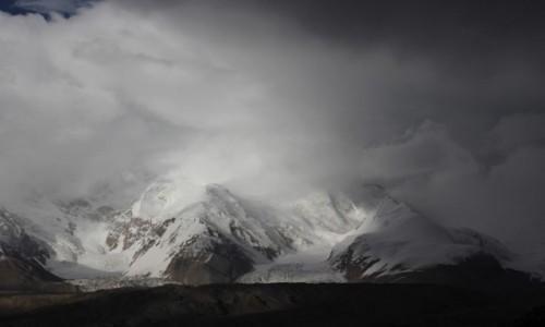 Zdjęcie CHINY / Pamir / Kongur / Sztorm nad Kongurem