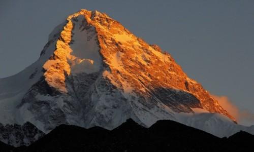 CHINY / Karakorum / Lodowiec K2 / K2 w ostatnich promieniach slonca