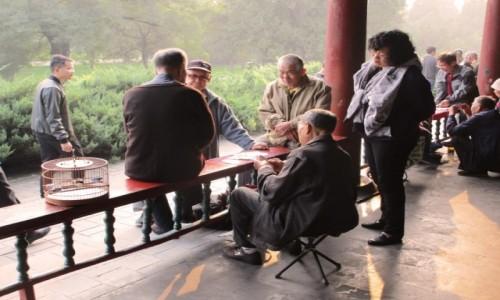 Zdjecie CHINY / Pekin / Świątynia Nieba / Partyjka w park