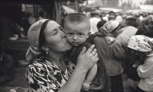 CHINY / Xinjiang / Kashgar / duma z wnuczki