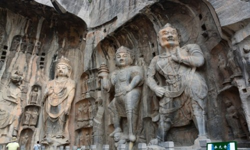 Zdjęcie CHINY / - / Luoyang / Groty Dziesięciu Tysięcy Buddów