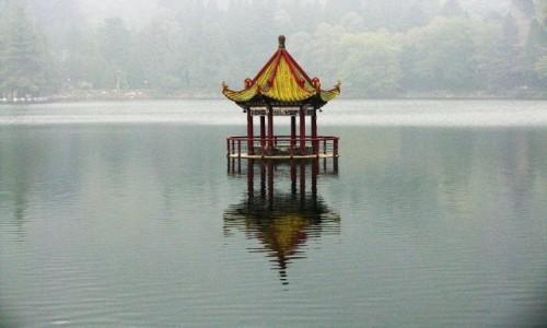 Zdjęcie CHINY / prowincja Jiangxi / Lu Shan / jezioro Lulin