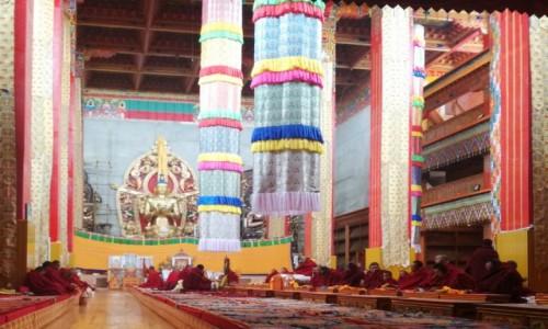 Zdjecie CHINY / Garze / Litang / Mantrowanie mnichów w Litang