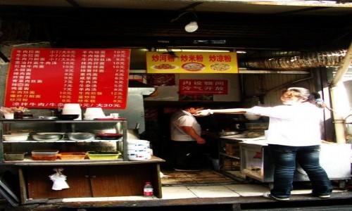 Zdjecie CHINY / Szanghaj / Szanghaj / uliczna jadłodajnia