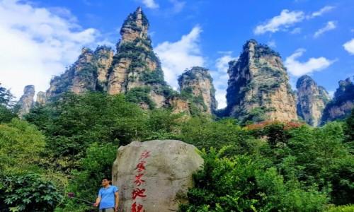 Zdjecie CHINY / Hunan / zhangjiajie national park / zhangjiajie smukłe szczyty