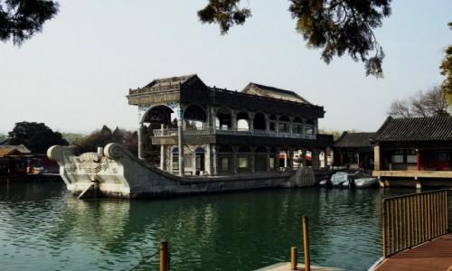 CHINY / Pekin / Pekin / Marmurowa łódź