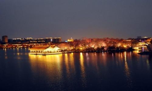 CHINY / Shaanxi / Xi'an / Nocne miasto 1
