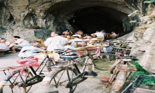 Zdjęcie CHINY / Gulin / gulin / zycie ukryte w skalach