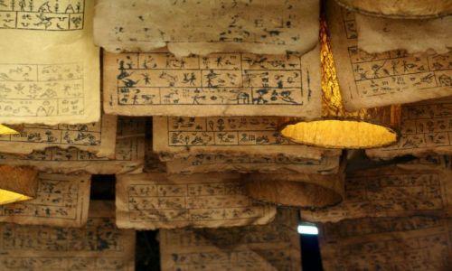 Zdjecie CHINY / brak / Lijiang / stare pismiennictwo ludu Naxi