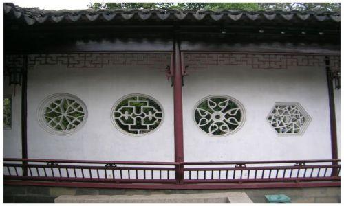 Zdjęcie CHINY / Chiny Wschodnie / Suzhou - Ogród Mistrza Sieci / Okienka