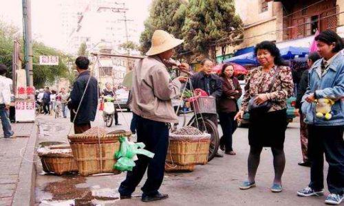 Zdjecie CHINY / brak / Kunming / ulicami Kunmingu