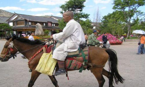 CHINY / południe Chin / Lijiang / mnich
