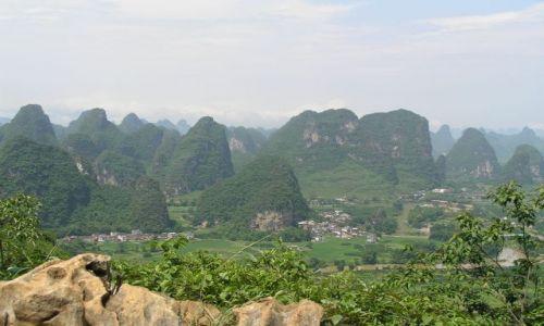 CHINY / południe Chin / Yangshuo / wapienne góry