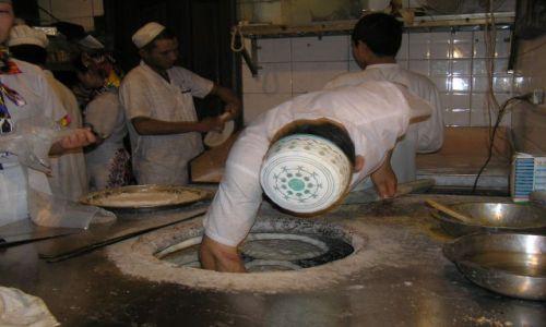CHINY / w okolicach Szanghaju / Suzhou / wypiek chlebków naan