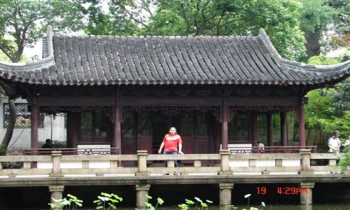 Zdjęcie CHINY / Szanghaj  / Szanghaj / Chinski domek i ja