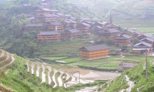 CHINY / poł.-zach. Chiny / okolice Yangzhuo / wieś w górach