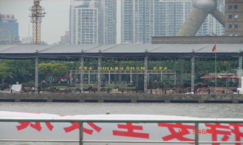 Zdjecie CHINY / Szanghaj  / Pudong / Po drugiej stronie rzeki