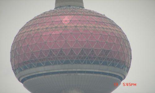 Zdjecie CHINY / Szanghaj  / Pudong / Wieza telewizyjna -- perelka --blisko
