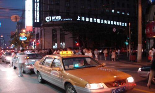 Zdjecie CHINY / Szanghaj  / Pudong / Taksowka wolna lub zajeta - tego nie wie nikt