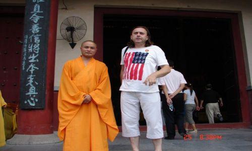 Zdjecie CHINY / Guangzo / Guilin / z kolega z klasztoru