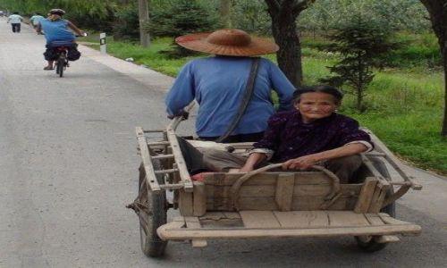 Zdjecie CHINY / brak / niedaleko HAMI / każdy ciągnie swój los przez życie :)))