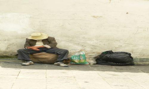 Zdjęcie CHINY / brak / Chengdu / człowiek bez głowy -...........ale w kapeluszu