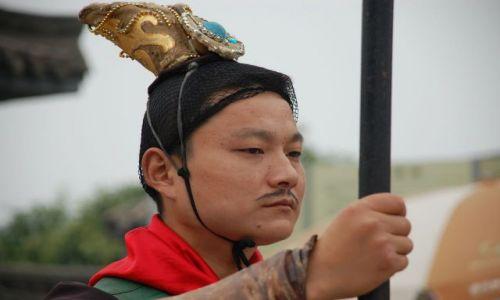 CHINY / Shaanxi province / okolice Xian / strażnik