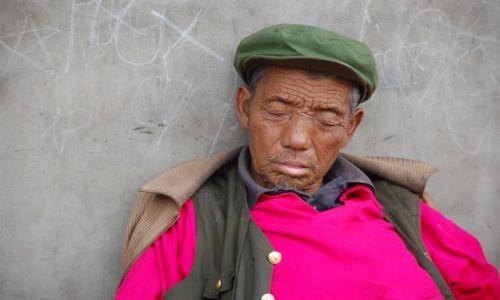 Zdjecie CHINY / Shanxi / Pingyao / zmęczony pracą ...