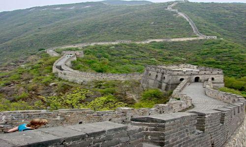 Zdjęcie CHINY / Okolice Pekinu / Mutianyu / pozdrawiamy budowniczego wielkiego muru