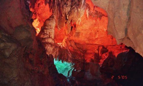 Zdjęcie CHINY / Hubei / Yichang / Jaskinia Białego Konia