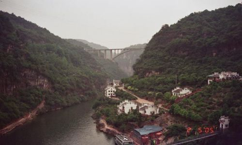 Zdjęcie CHINY / Hubei / Yichang / Park Trzech Przybyszów