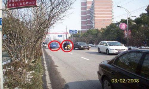 Zdjecie CHINY / JIANGSU PROVINCE / NANTONG / FUNNY CHINA PATRZ CZERWONE KÓŁKO