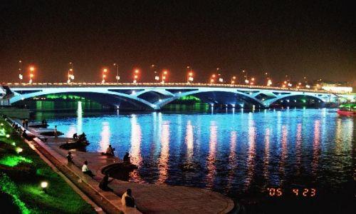 CHINY / Guangxi / Guilin / rzeka Li - most Ziefang