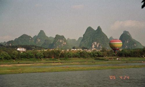Zdjęcie CHINY / Guangxi / Jangshuo / mogoty nad Le