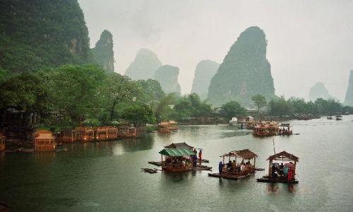 Zdjęcie CHINY / Guangxi / rzeka Yulong / pływająca kawiarenka