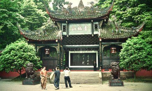 CHINY / Syczuan / Qingcheng Shan / brama wejściowa